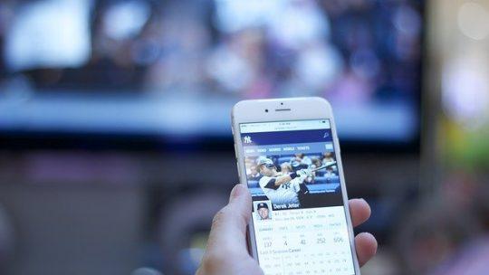 Come collegare il cellulare alla TV? Scopri quali sono i modi possibili